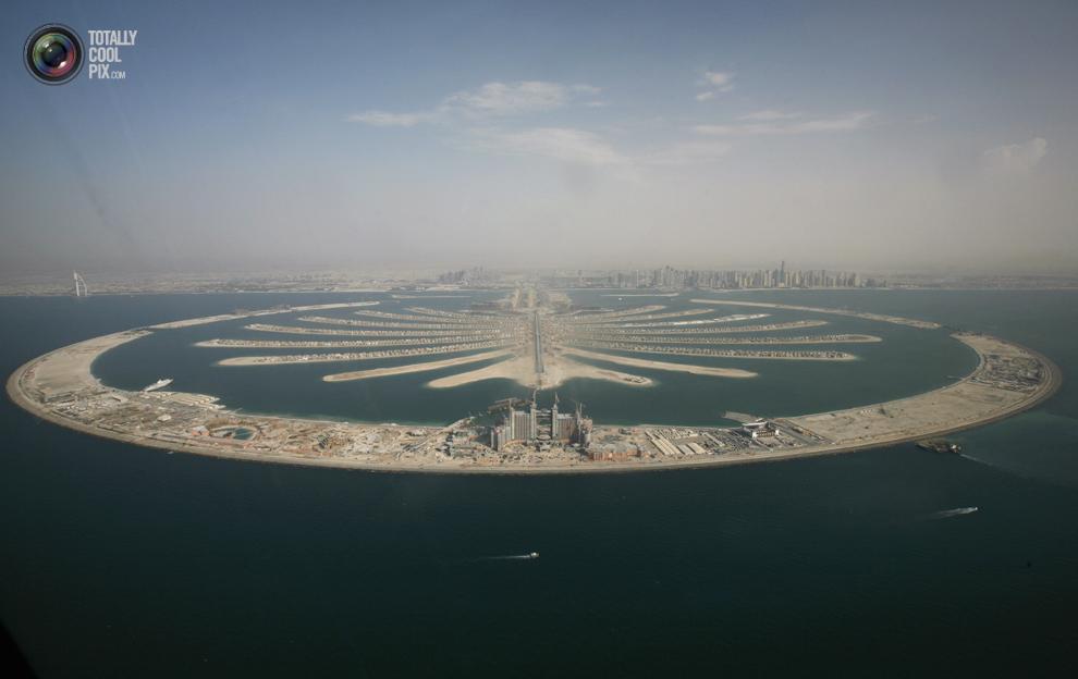 11. Вид с высоты птичьего полета на искусственном острове в Дубае. (REUTERS/Ahmed Jadallah)