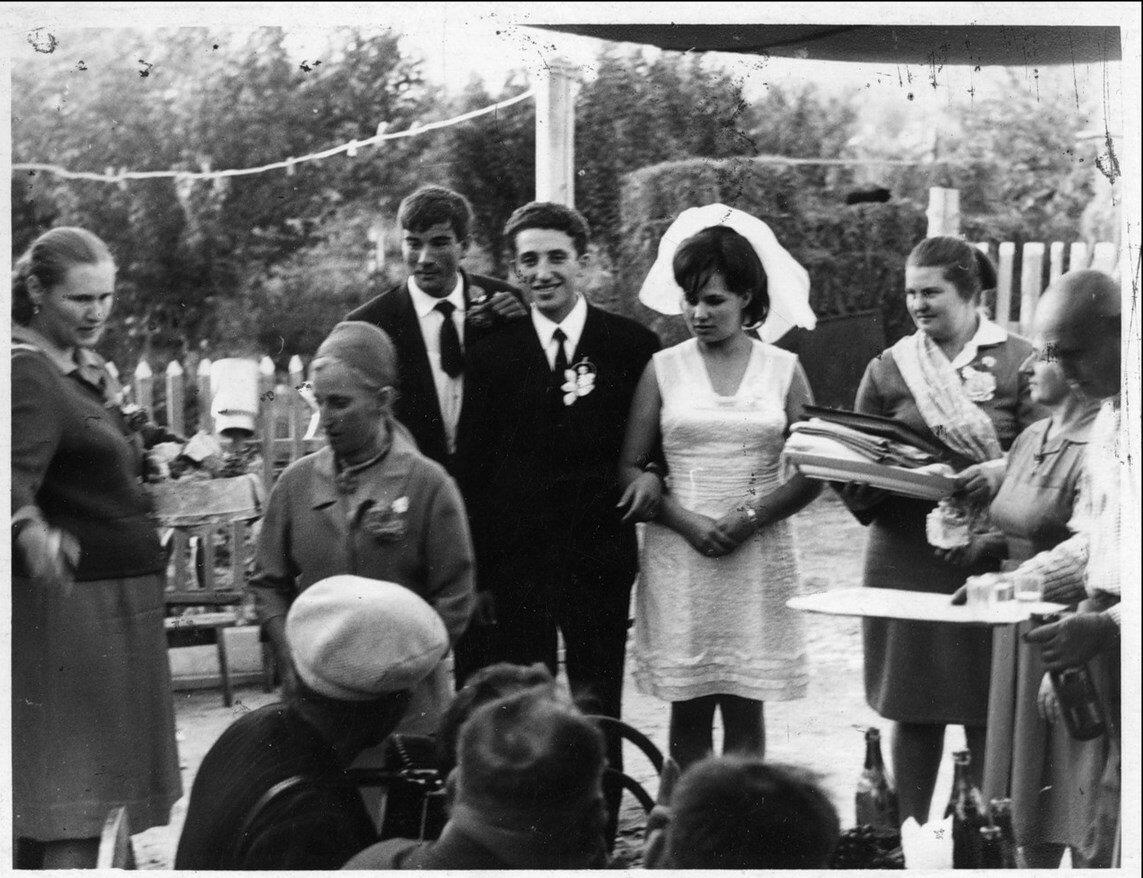 1966 год.  Миша Котлярский женится на казачке Вале в станице Егорлыкской под Ростовом-на-Дону