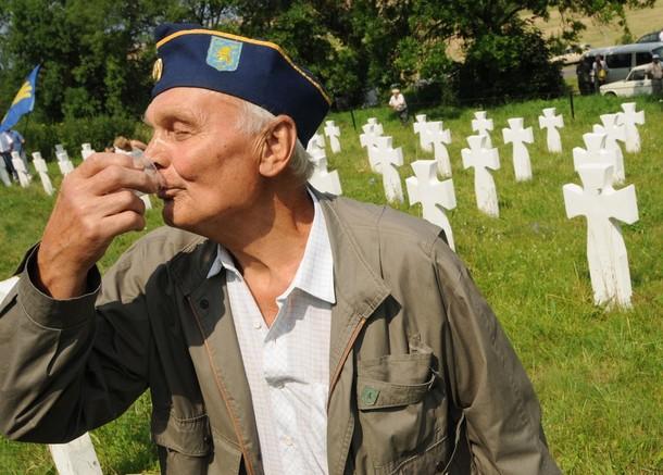 UKRAINE-HISTORY-WWII-GALICIA-REBURIAL