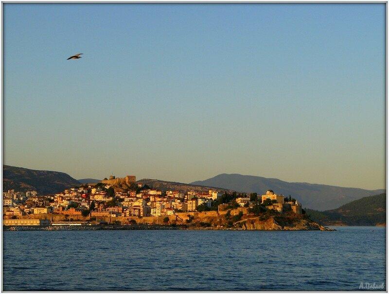 Кавала с моря - город и крепость (2).jpg