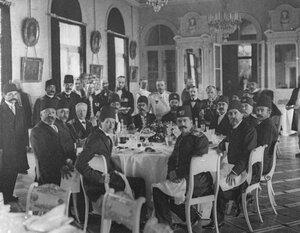 Завтрак в честь прибытия персидского шаха Мозафара-эд-дина в Иранской миссии (Бассейная ул., 15).