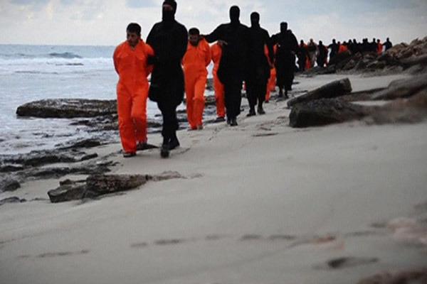 Боевики «Талибана» назвали видео исламистов изИГ «варварским»