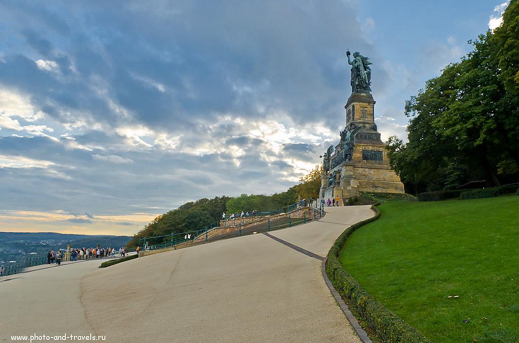 20. Памятник Нидервальд снят с рук на камеру Nikon D5100 и объектив Nikkor 17-55/2.8 (все фотки в этом отчете снимались на эту связку). ФР=17 мм, F=8, ISO 320, 1/320s.