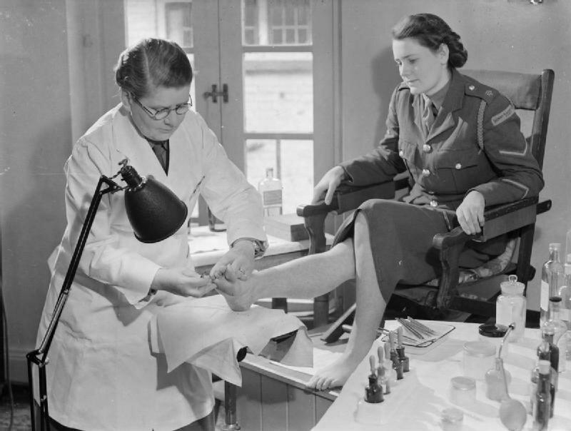 At_An_ATS_Motor_Transport_Company_Training_Centre,_Camberley,_Surrey,_1941_D5729.jpg