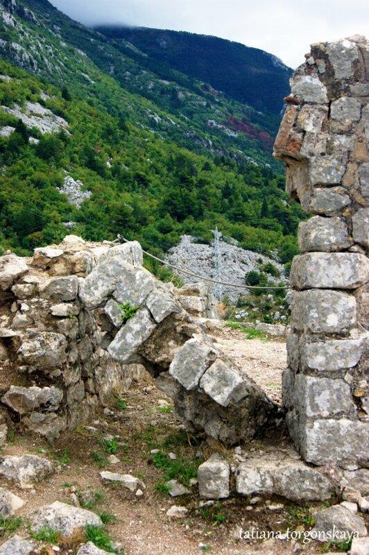 Разрушенная постройка