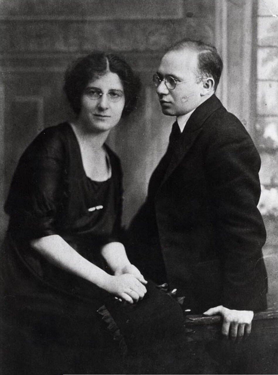 1918.  Голда Меир с мужем Моррисом Майерсоном