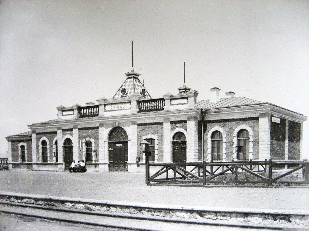 16. Пассажирское здание на станции Ак-Булак