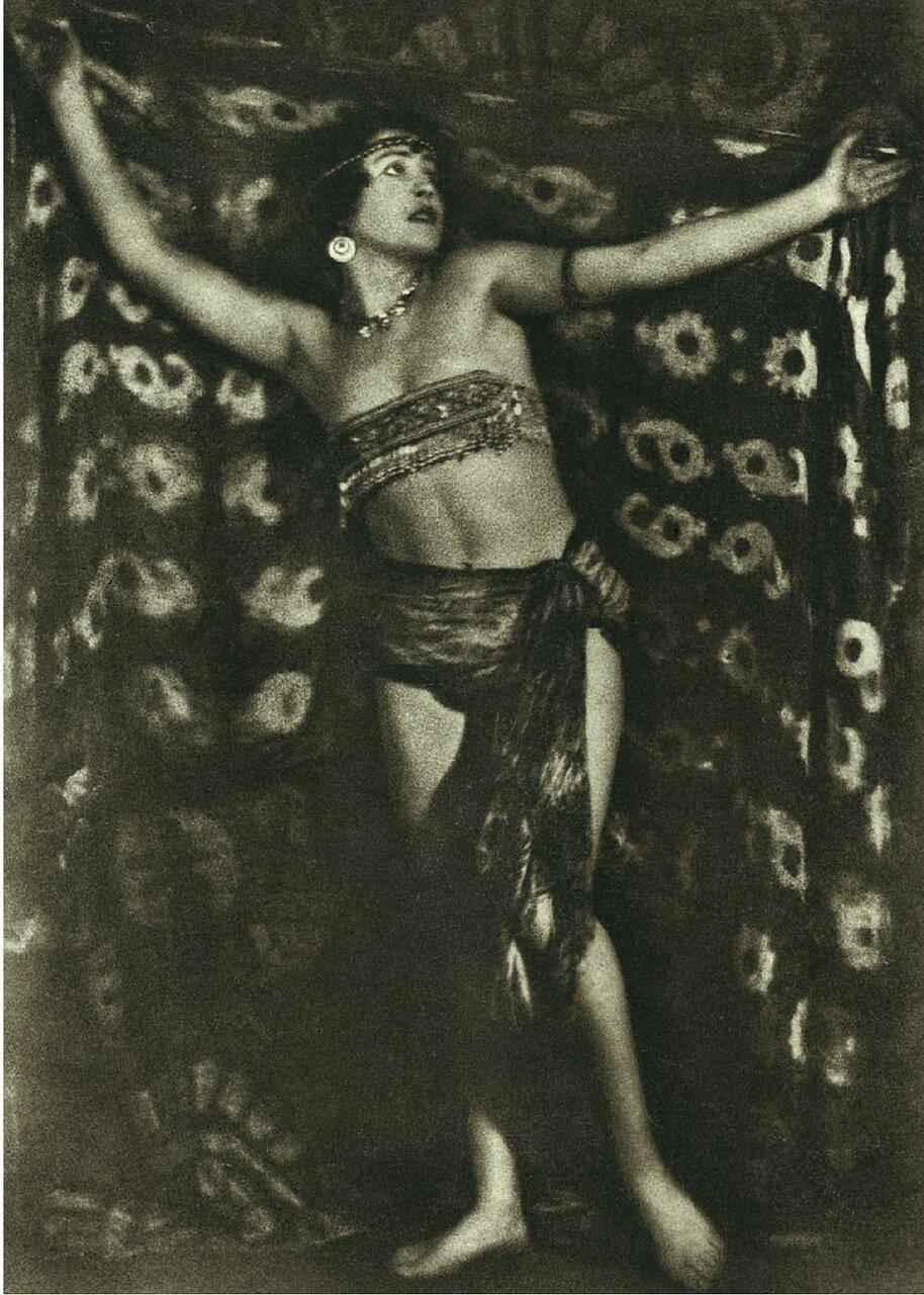 1926. Восточный танец. Балерина Мария Песчаная