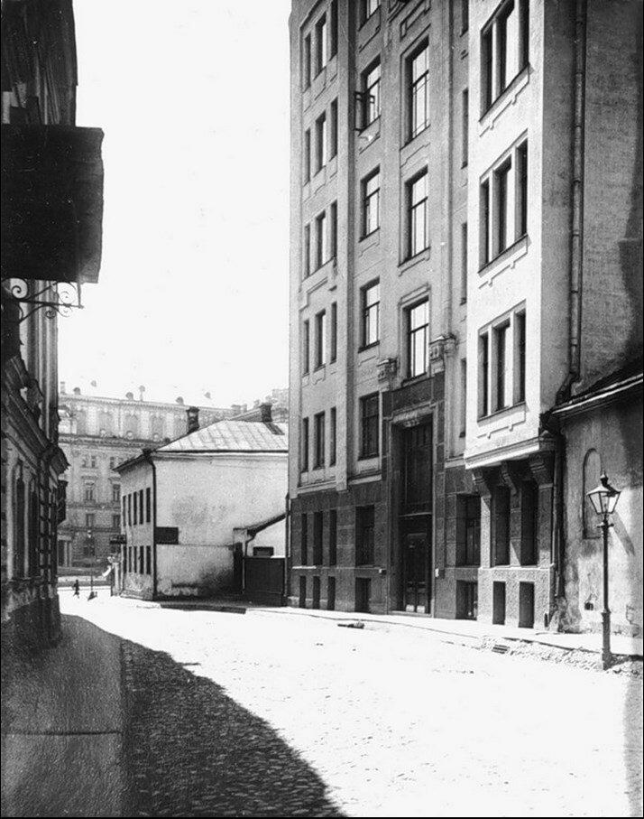 481. Брюсов переулок