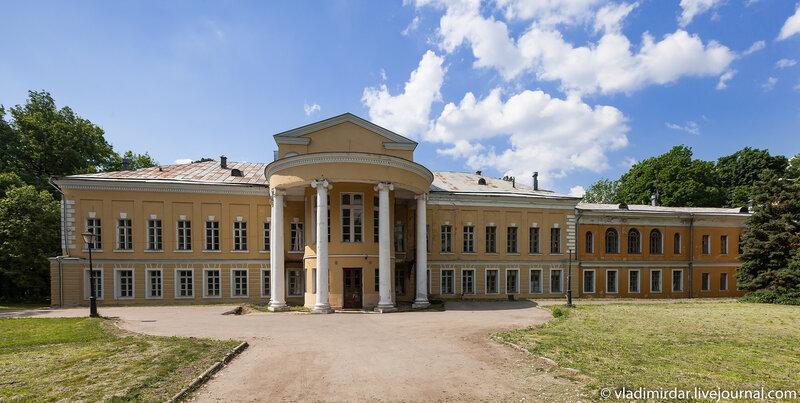 Главный дом усадьбы Волконских в Суханово
