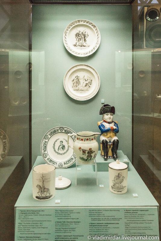 Наполеоновская витрина выставки Английский завтрак в Историческом музее