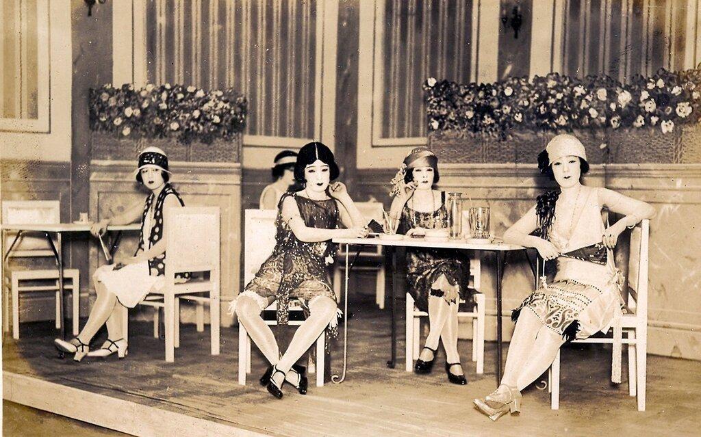 Taxi dancers, Ginza, Tokyo 1930s.jpg