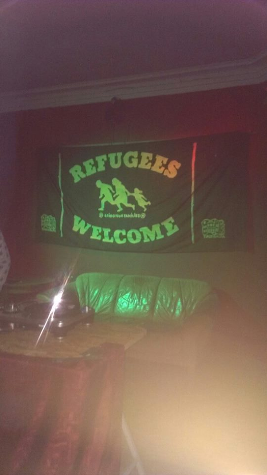 «Беженцы добро пожаловать! Приводите свои семьи»