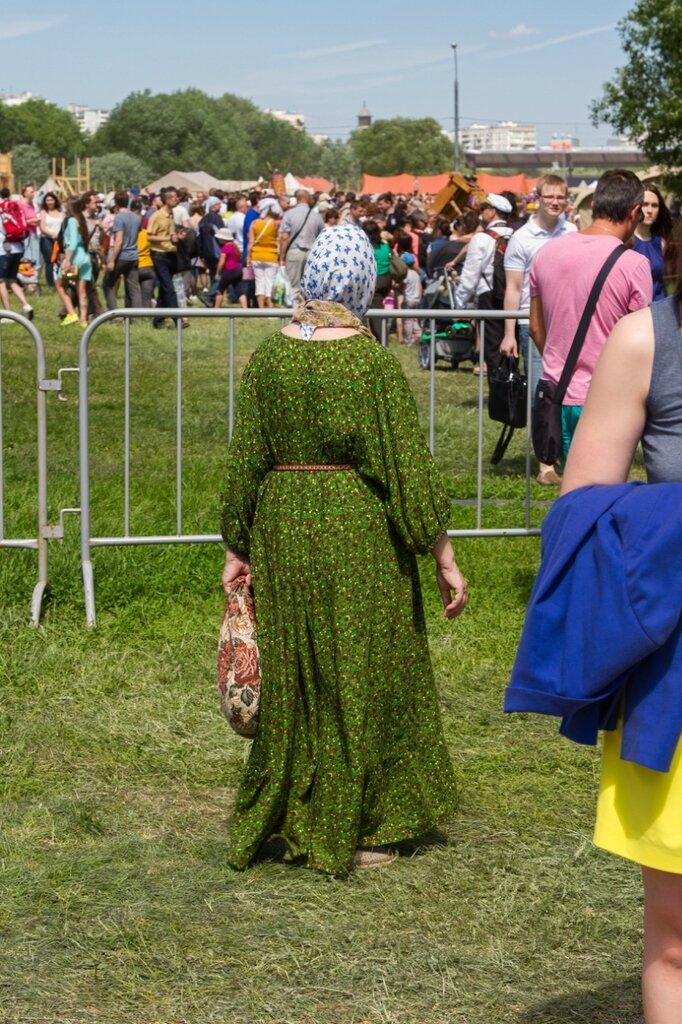 Женщина в платье, Времена и эпохи-2015, Коломенское