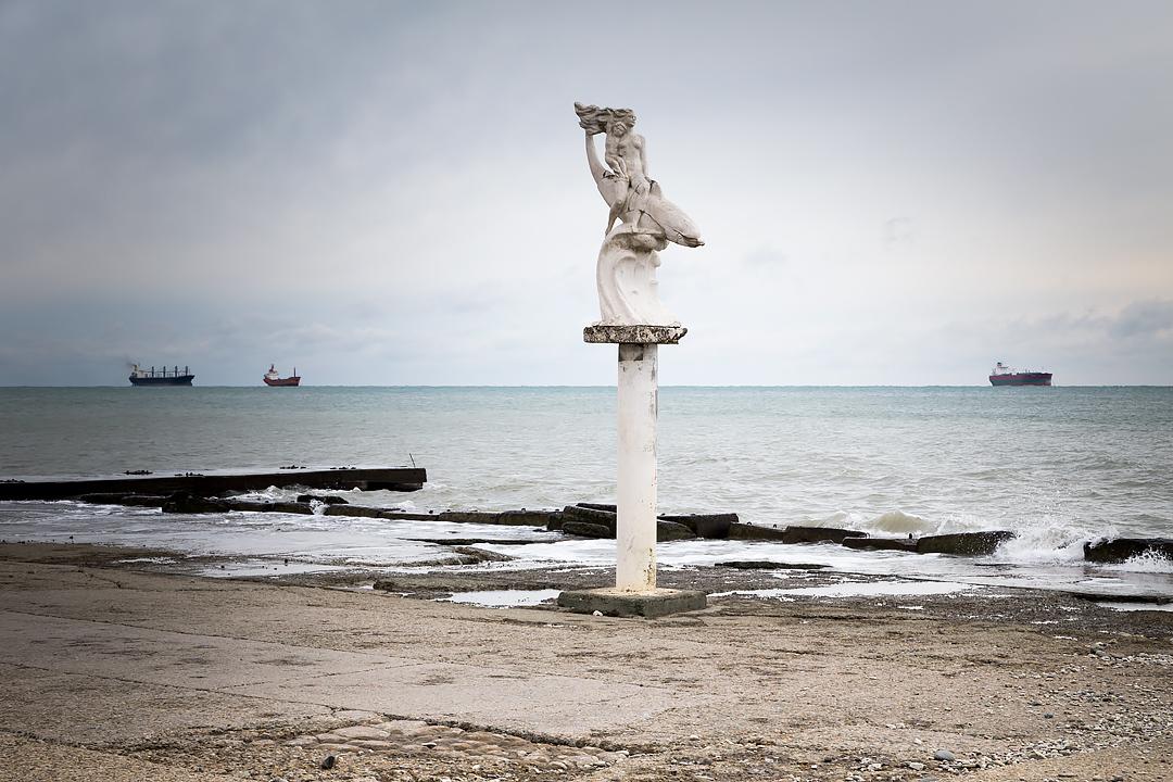 Статуя на пляже
