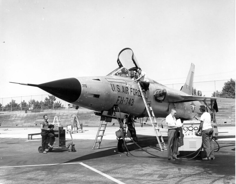 republic323F-105Dtestingoutside.jpg