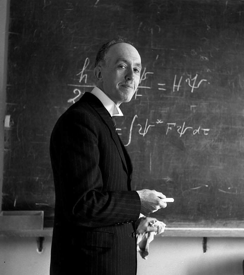 1943. Луи де Бройль у доски, Париж