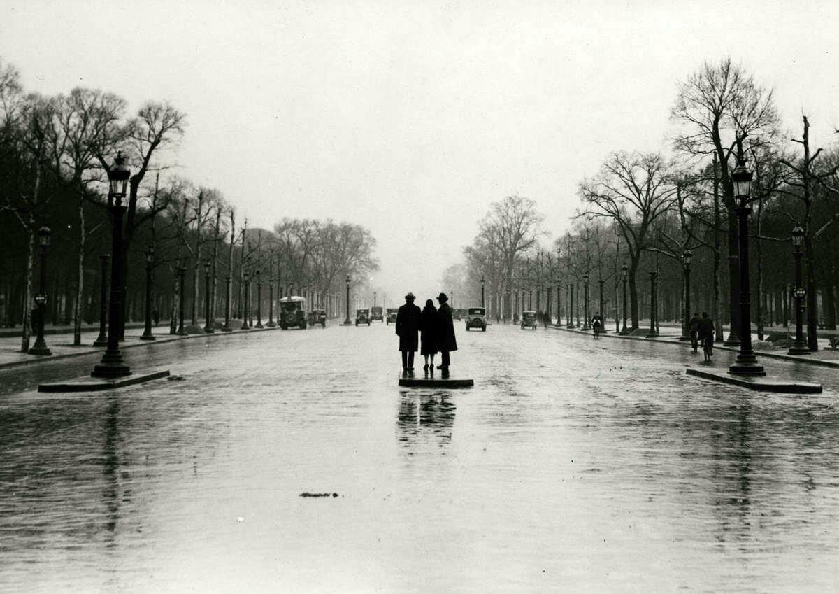 1930. Елисейские поля