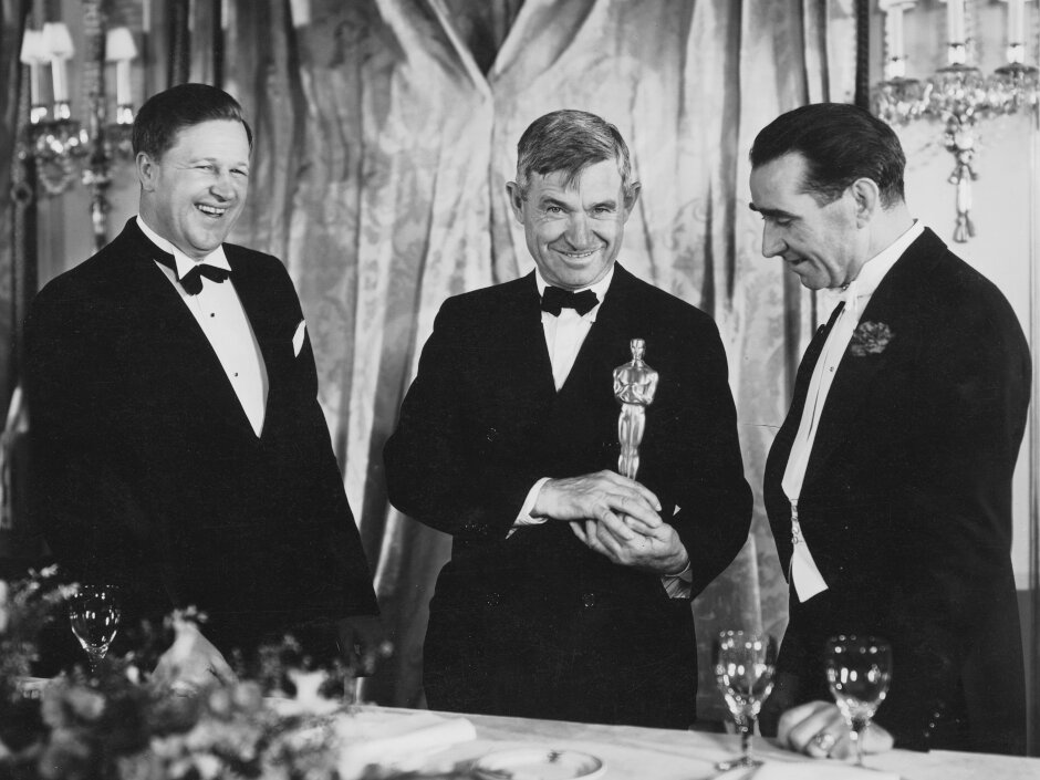 1933. Звукооператор Франклин Хансен, ведущий Уилл Роджерс, и режиссер Фрэнк Ллойд.  6-я церемония награждения кинопремии «Оскар»