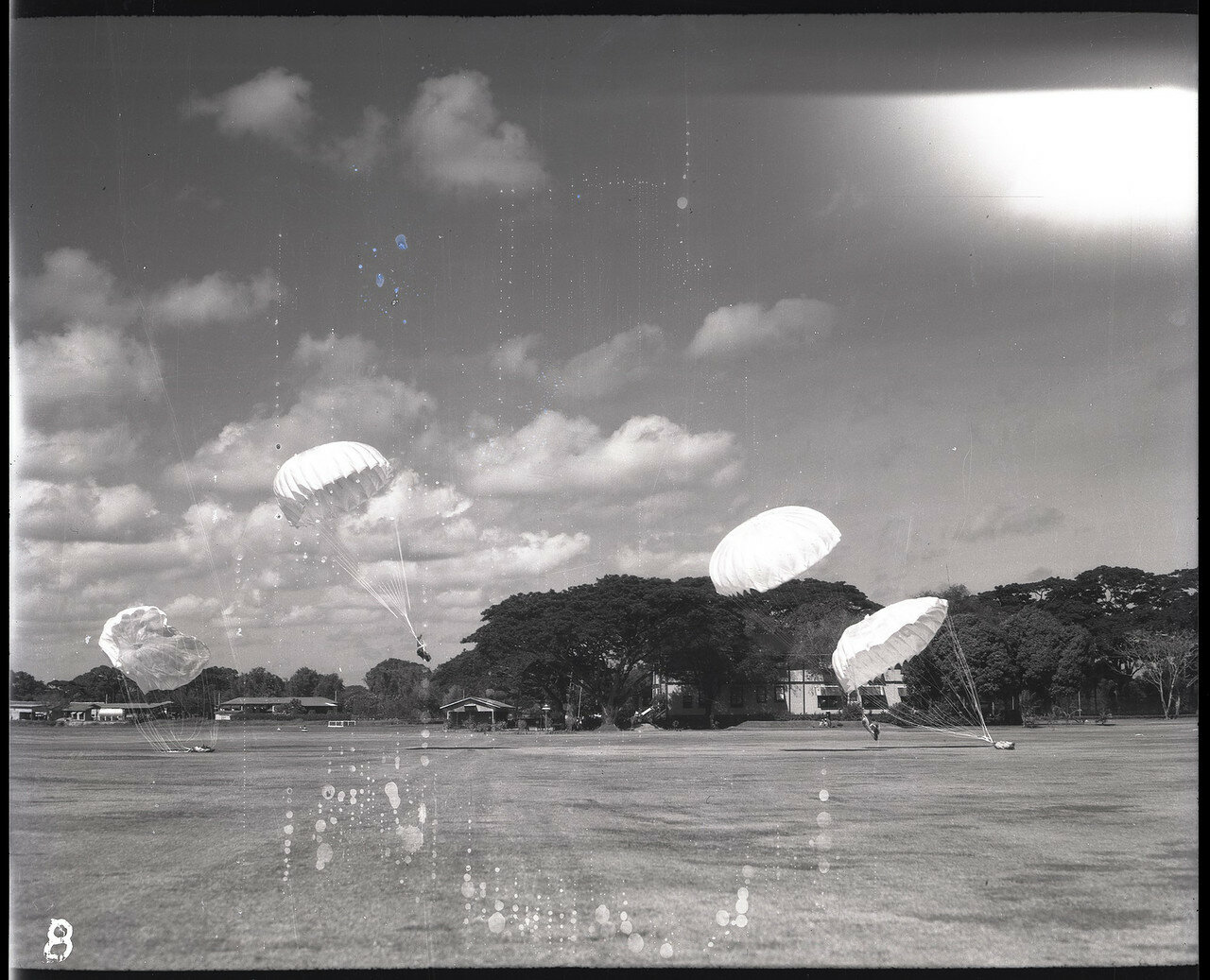 08. Испытание парашютов на филиппинском аэродроме Николс Филд