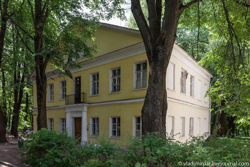 Западный флигель главного дома в усадьбе Суханово или Кошкин Дом