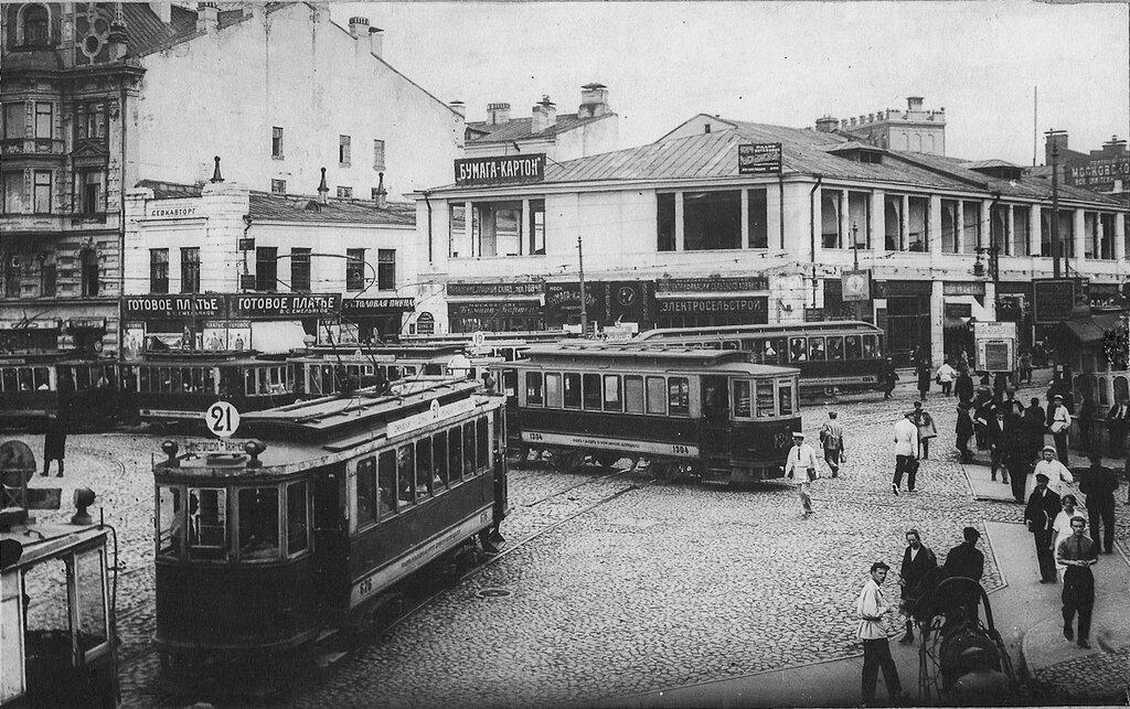 Trams on Lubyanskaya Square, Moscow, 1925.jpg