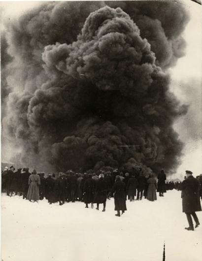 Fire at an oil well in Baku, photo by Arkady Shaikhet, 1928.jpg