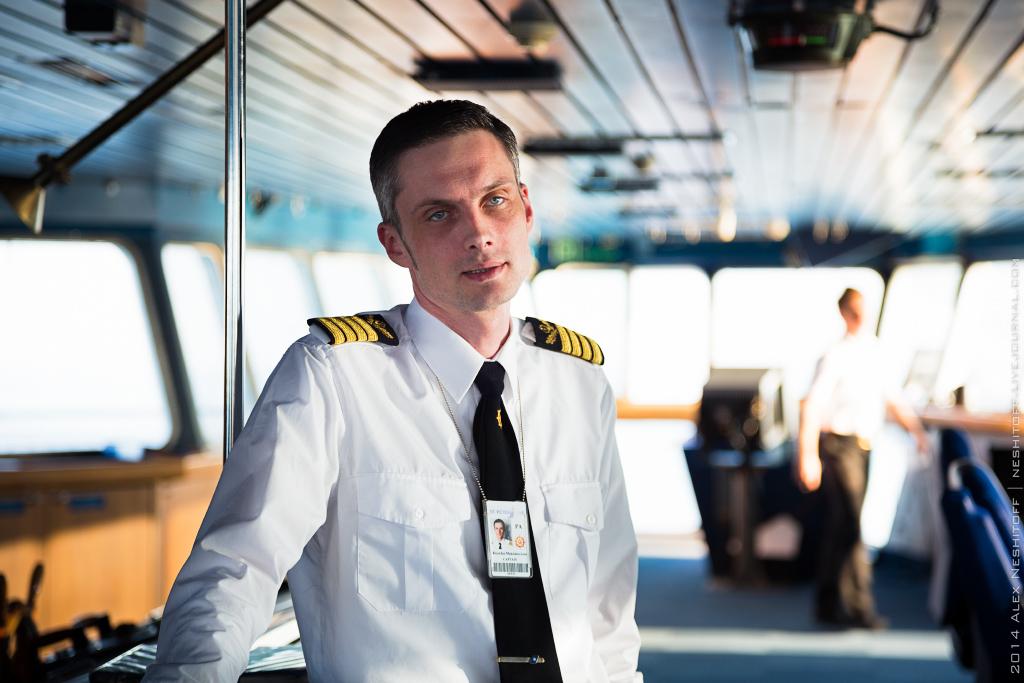 Американцы запретили капитанам здороваться с пассажирами