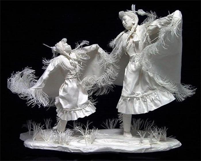 Удивительные скульптуры из бумажной массы