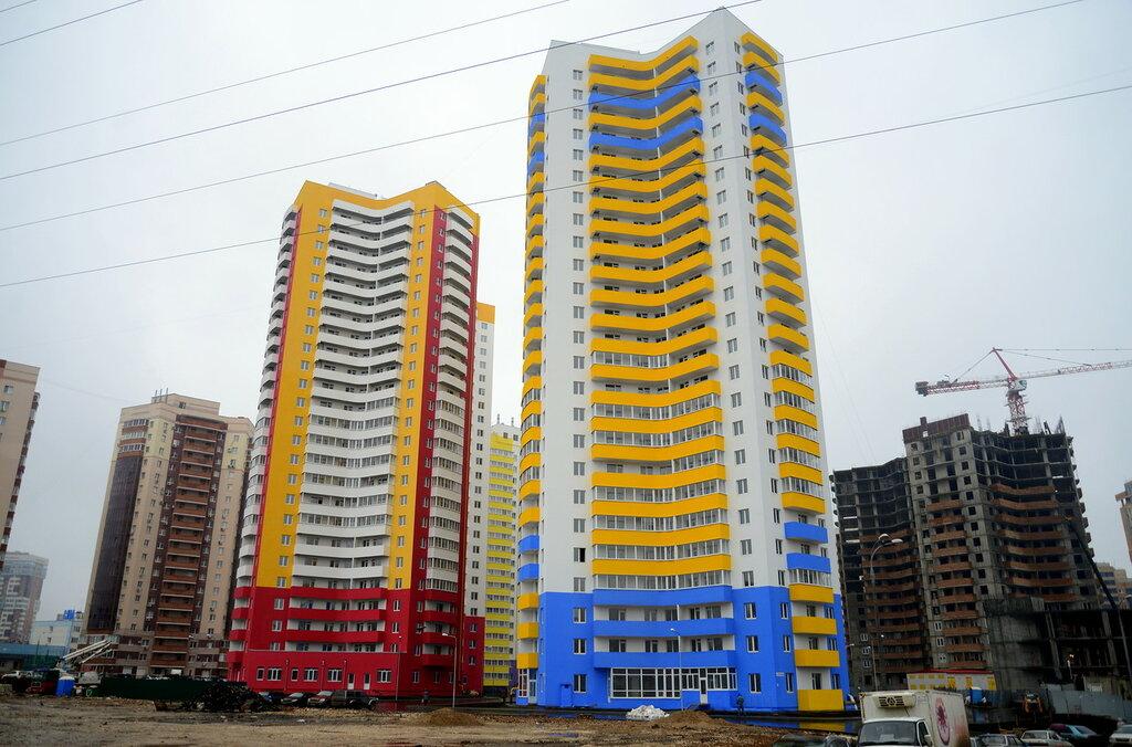 Много квартальная застройка, более 30-и зданий переменной этажности