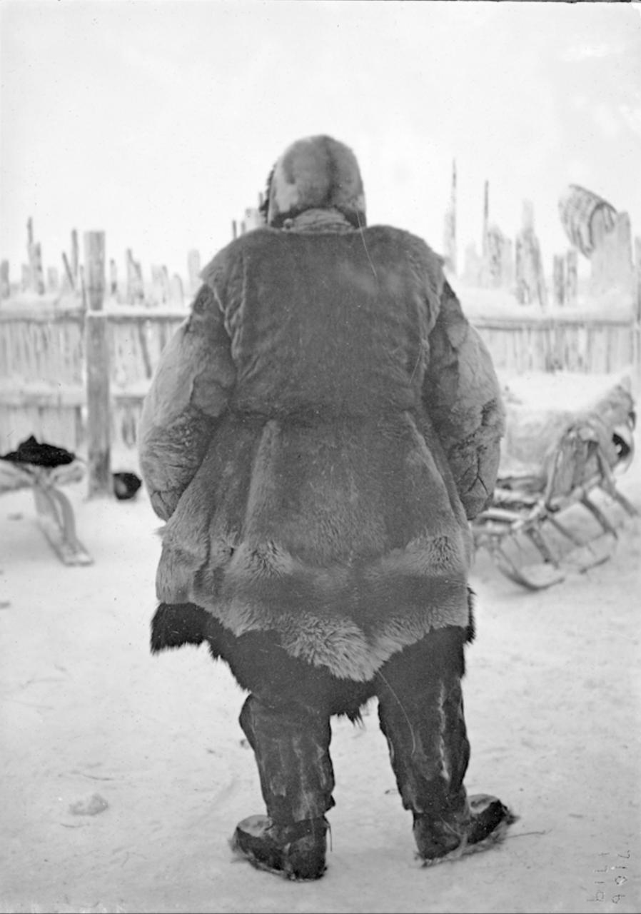 Тундровый юкагир в зимней одежде, 1902