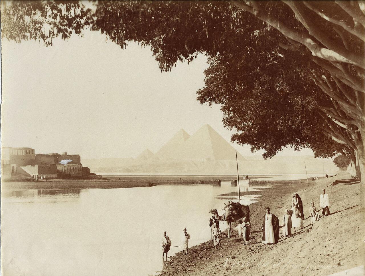 Вид на пирамиды