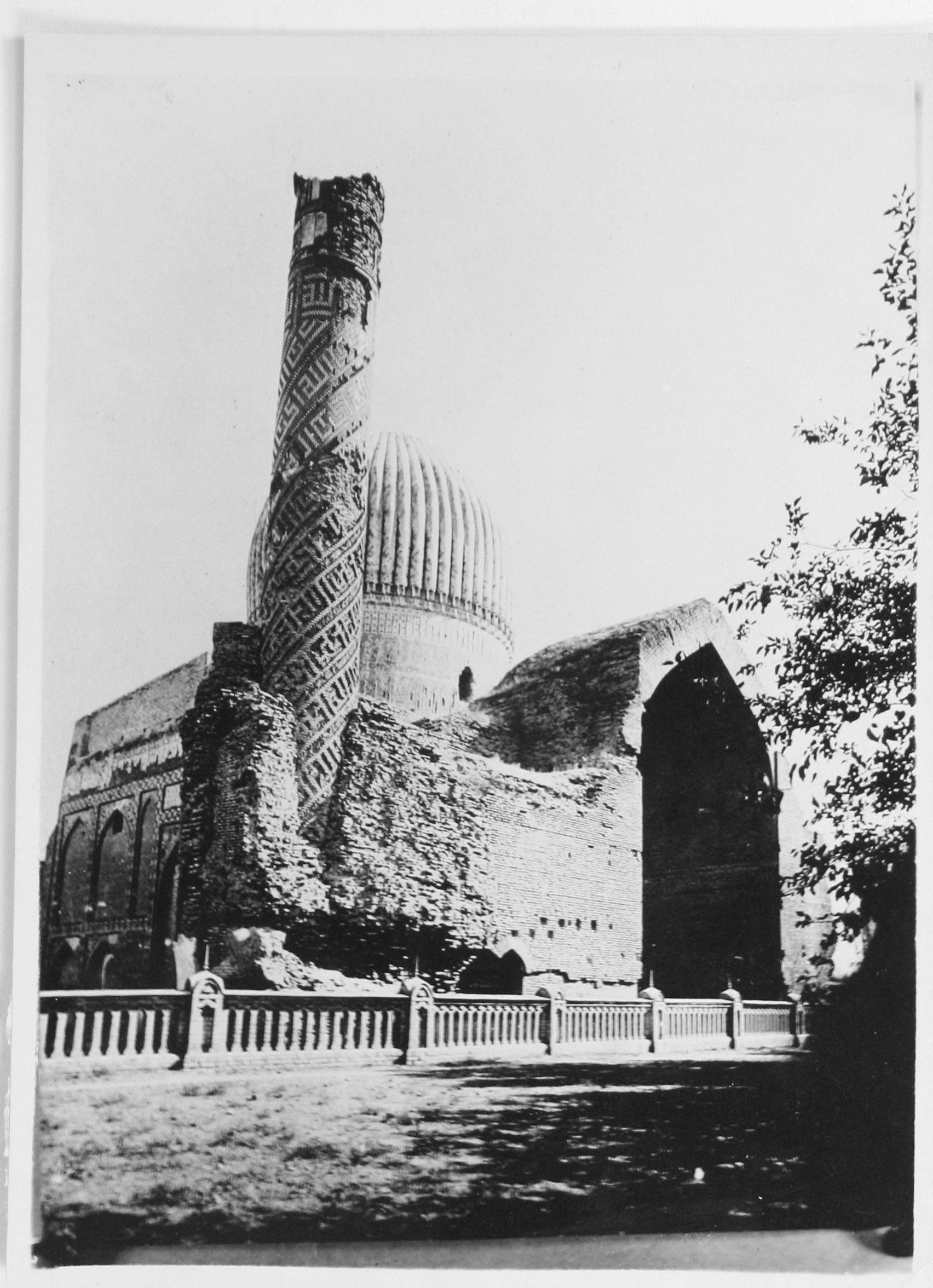 Мавзолей Тамерлана и его семьи Гур-Эмир .Вид северо-восточной части комплекса