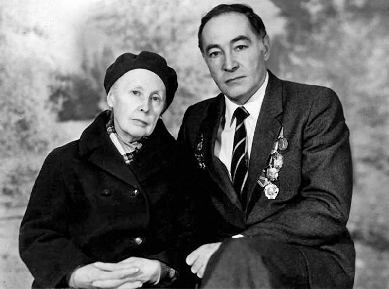 1117 Вячеслав Тихонов с мамой Валентиной Вячеславовной.jpg