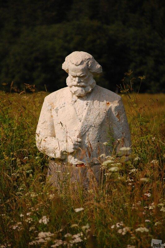 Памятник. Автор Ольга Стариковская.jpg
