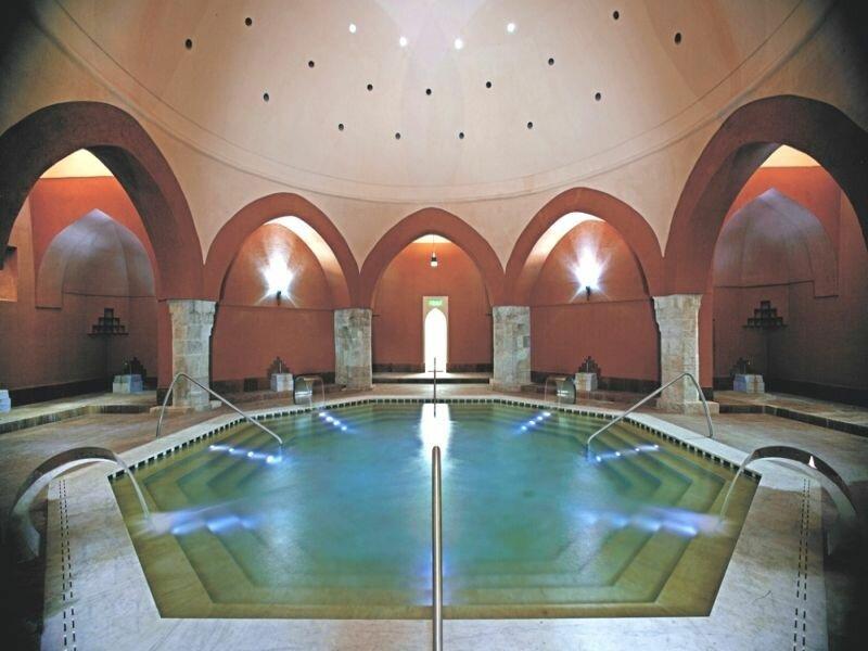 Главный бассейн терм горячий
