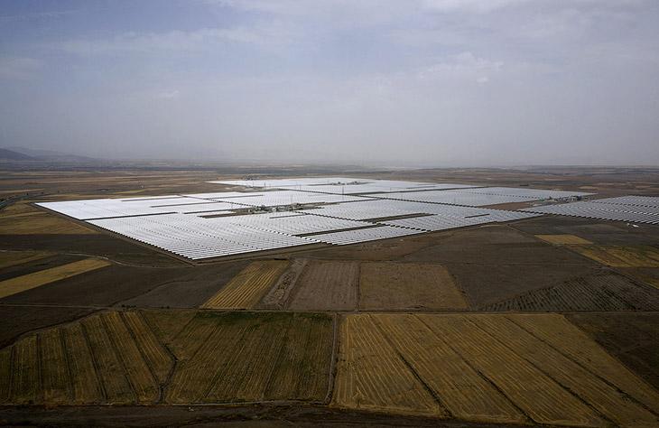 1. Солнечный коллектор электростанции Андасол, Испания, 10 августа 2015. (Фото Marcelo del Pozo | Re