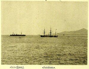 Суда соединенной эскадры на рейде Isly( Франция) - слева и крейсер II-го ранга Разбойник (на который контр-адмирал С.О.Макаров перенес свой флаг)