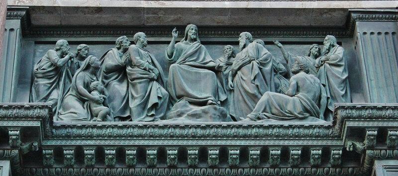 Горельеф над дверьми западного портика Исаакиевского собора