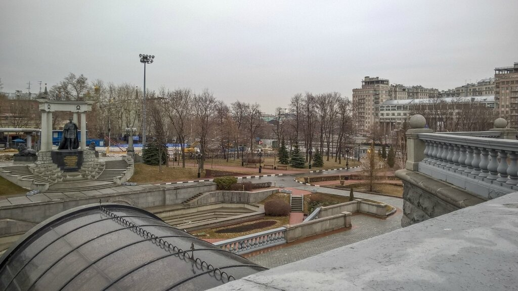 Сквер около Храма Христа Спасителя, Москва