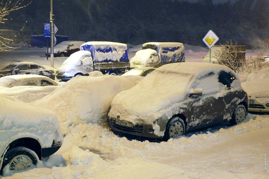 Снегопад парализовал движение на дорогах Москвы