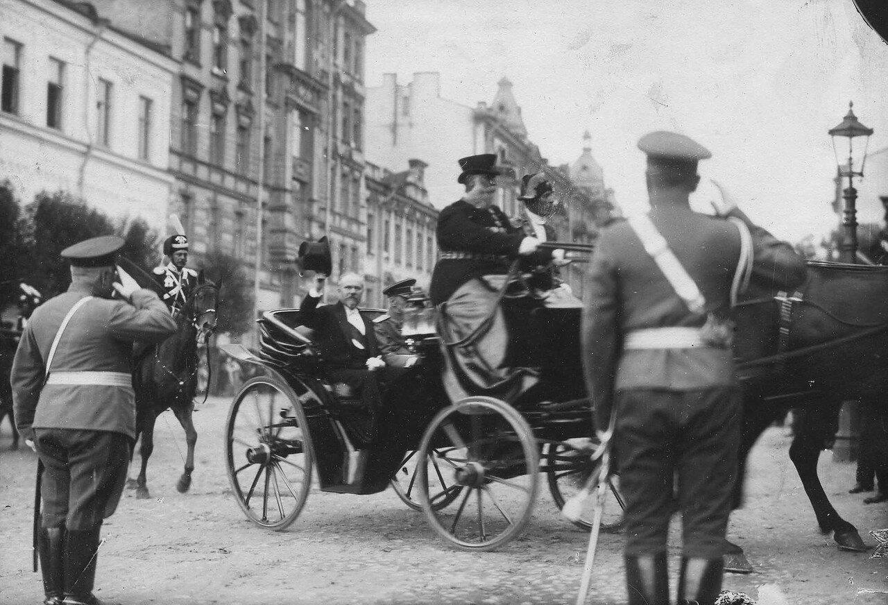 108. Пуанкаре и великий князь Георгий Михайлович в экипаже