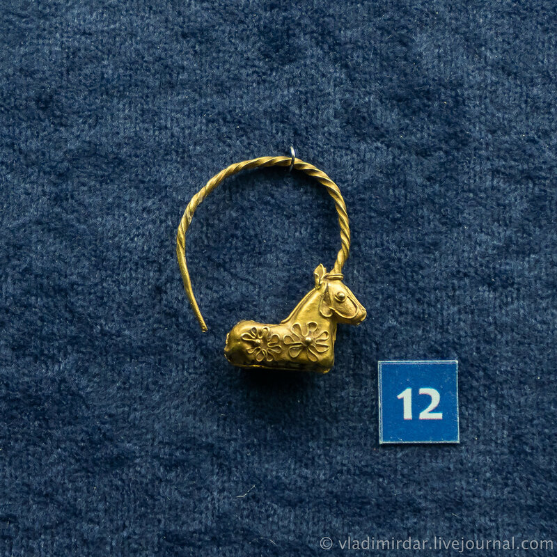 Серьга в виде козерога. Золото. II до н.э. - I в. н.э. г.