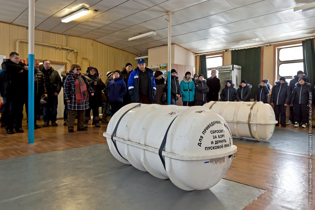 спасательный плот в контейнере