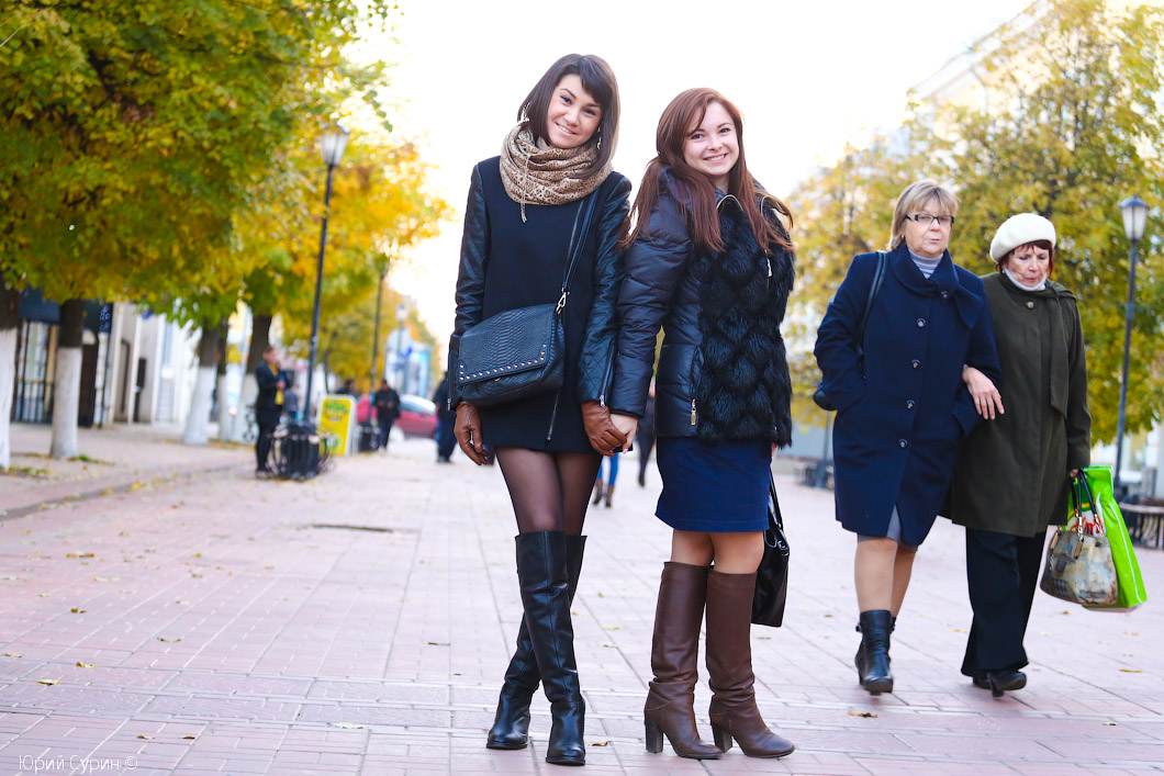 фото девушек с улиц городов