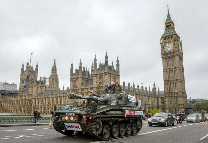 Прокатиться по Лондону на танке