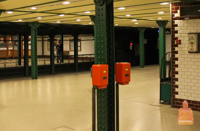 Компостеры стоят на всех станциях метро