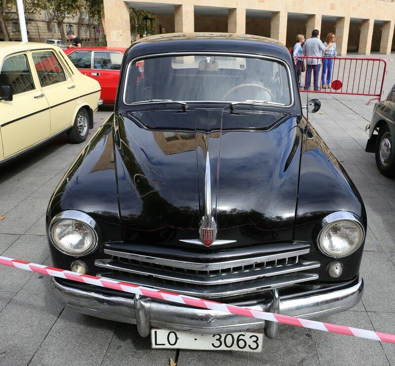 Парад ретроавтомобилей в Логроньо. SEAT-1400