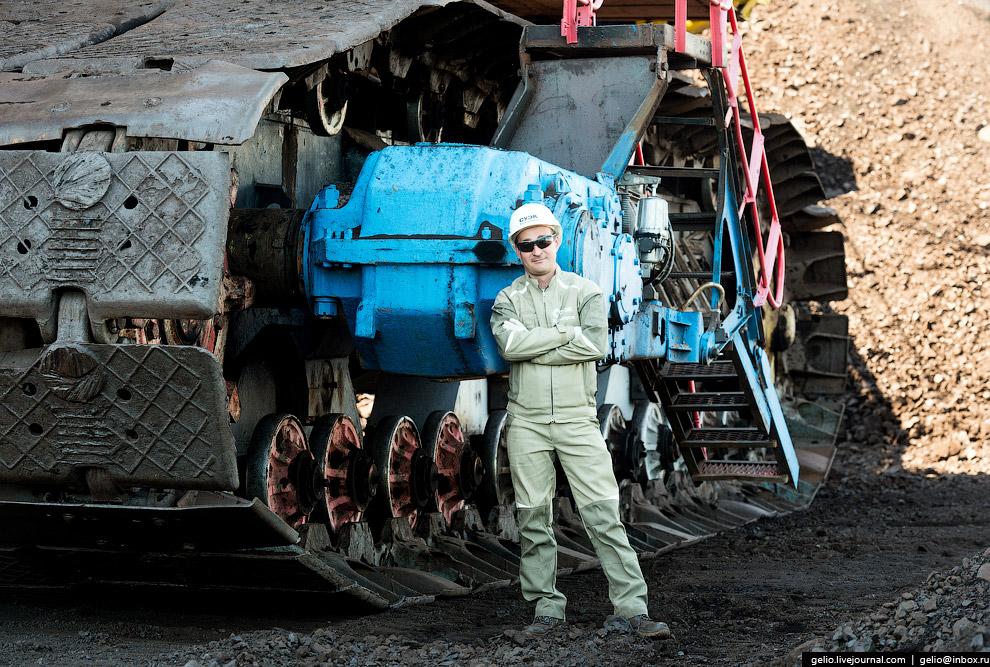 20. Добытый уголь вывозится по железнодорожной дороге.