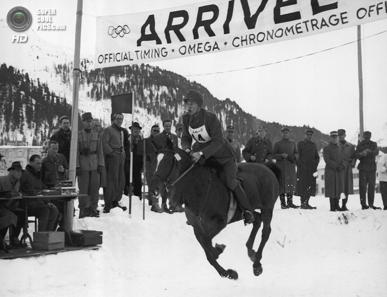 Швейцария. Санкт-Мориц, Граубюнден. 4 февраля 1948 года. Густав Аллен Линдх из Швеции пересекает фин
